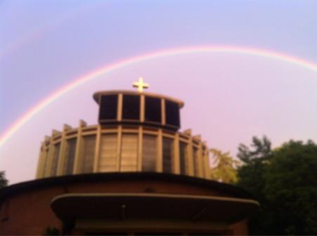 Regenbogen_uber_der_Kirche